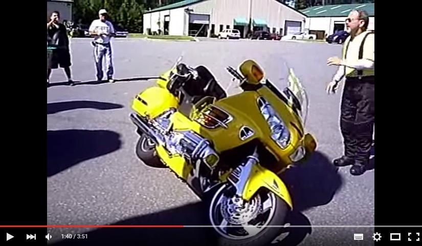 Jak podnieść 400kg motocykl – poradnik wideo