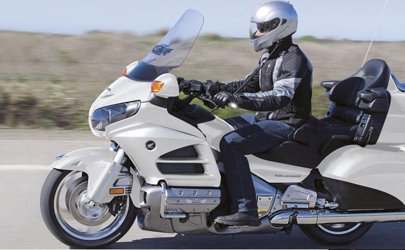 Jak komfortowo podróżować motocyklem turystycznym Honda Gold Wing